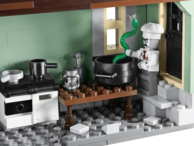 LEGO Monster Fighters Haunted House (2)