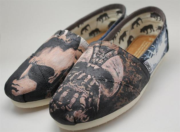 The Dark Knight Rises Toms Shoes (5)