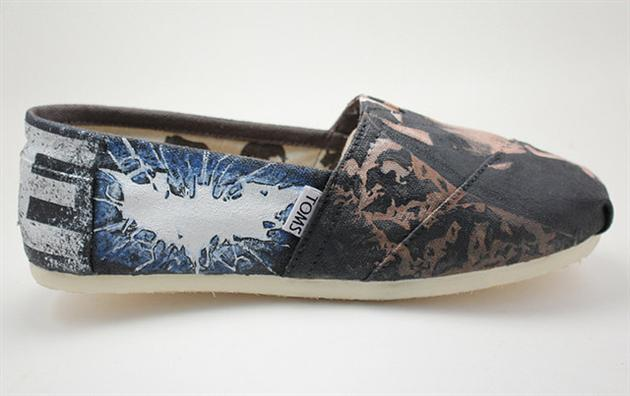 The Dark Knight Rises Toms Shoes (3)
