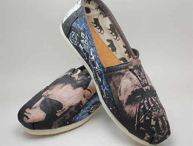 The Dark Knight Rises Toms Shoes (1)