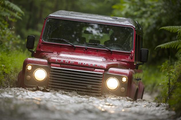 2013 Land Rover Defender (2)