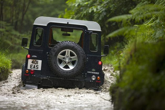 2013 Land Rover Defender (1)