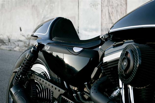 Technics Harley 883 Sportster by Roland Sands (2)