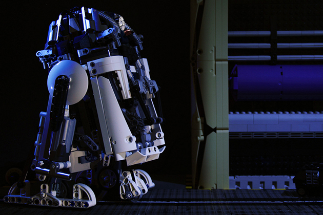 R2-D2-Inspired Motorized LEGO Astromech Droid