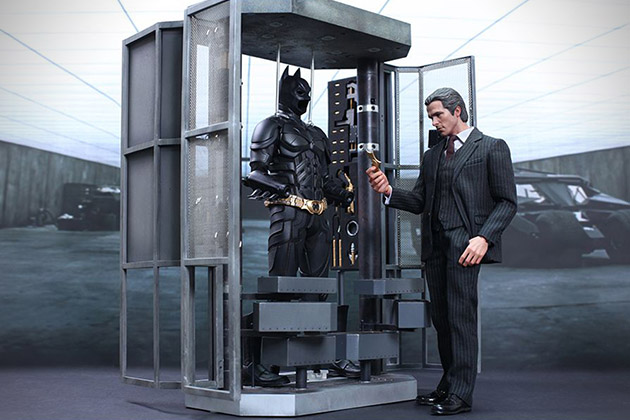 The Dark Knight Batman Armory With Collectible Figures 11