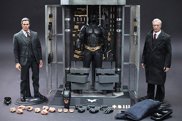 The Dark Knight Batman Armory With Collectible Figures 12
