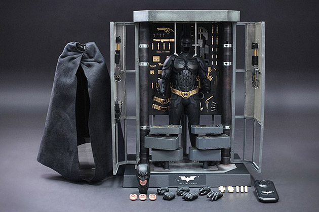 The Dark Knight Batman Armory With Collectible Figures 2