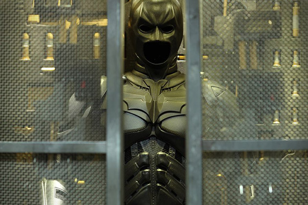The Dark Knight Batman Armory With Collectible Figures 4