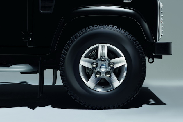 2015 Land Rover Defender Black and Silver Pack 7