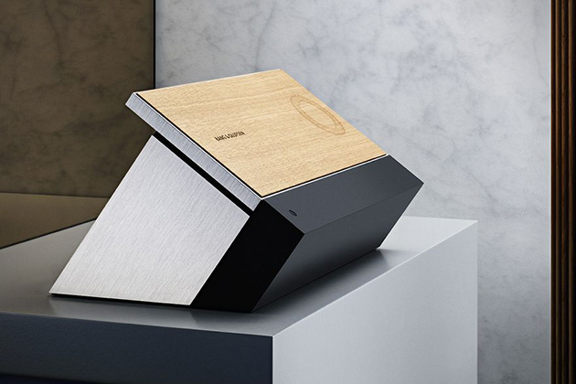 Bang and Olufsen BeoSound Moment 4