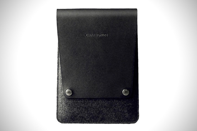 Charbonize Personalized Leather Sleeve