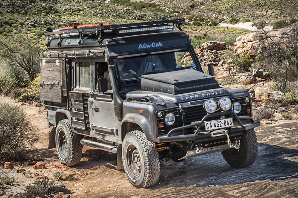 land rover defender icarus by alu cab hiconsumption. Black Bedroom Furniture Sets. Home Design Ideas