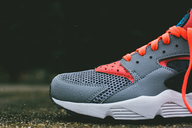 new concept 27809 973d0 Nike Air Huarache Cool Grey Bright Crimson 2