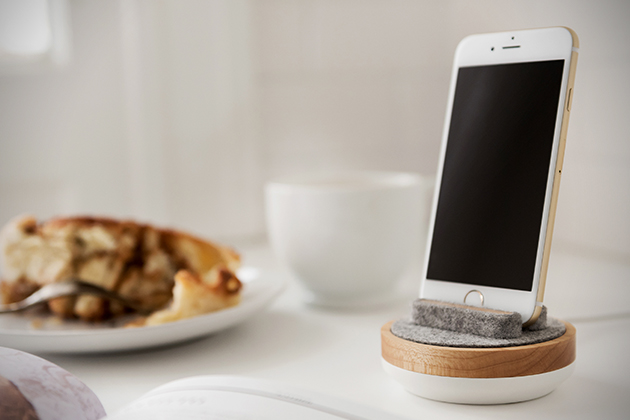 Spool Dock For iPhone 2