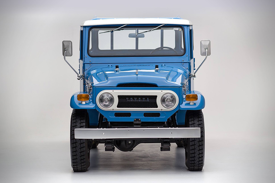 1974 Toyota Land Cruiser FJ45 Pickup 2
