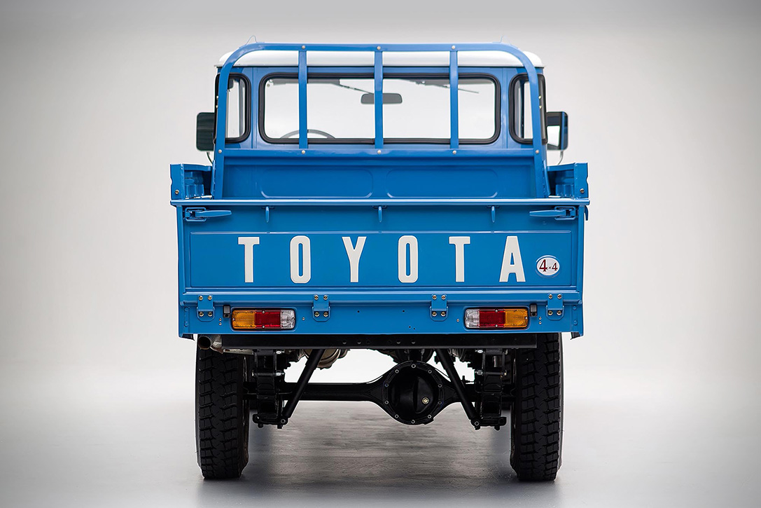 1974 Toyota Land Cruiser FJ45 Pickup 4
