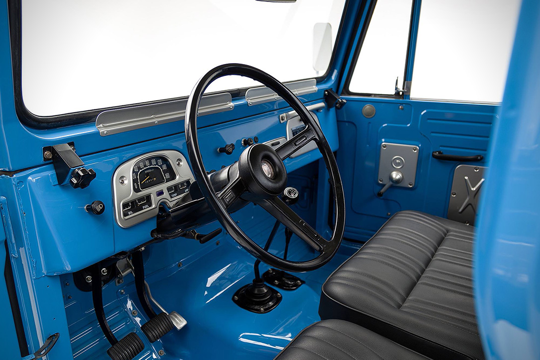 1974 Toyota Land Cruiser FJ45 Pickup 5