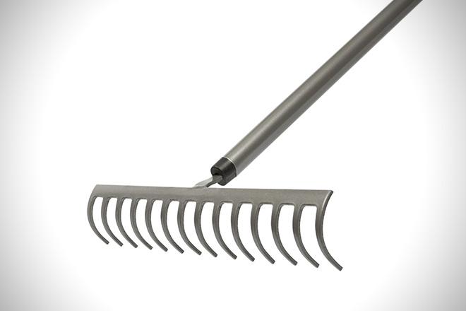 Fiskars Aluminum Rake 1