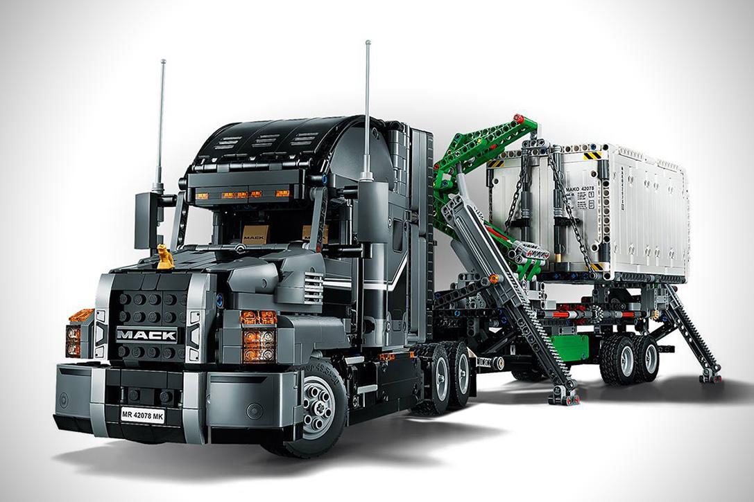 Lego Technic 2 In 1 Mack Truck on Tractor Truck