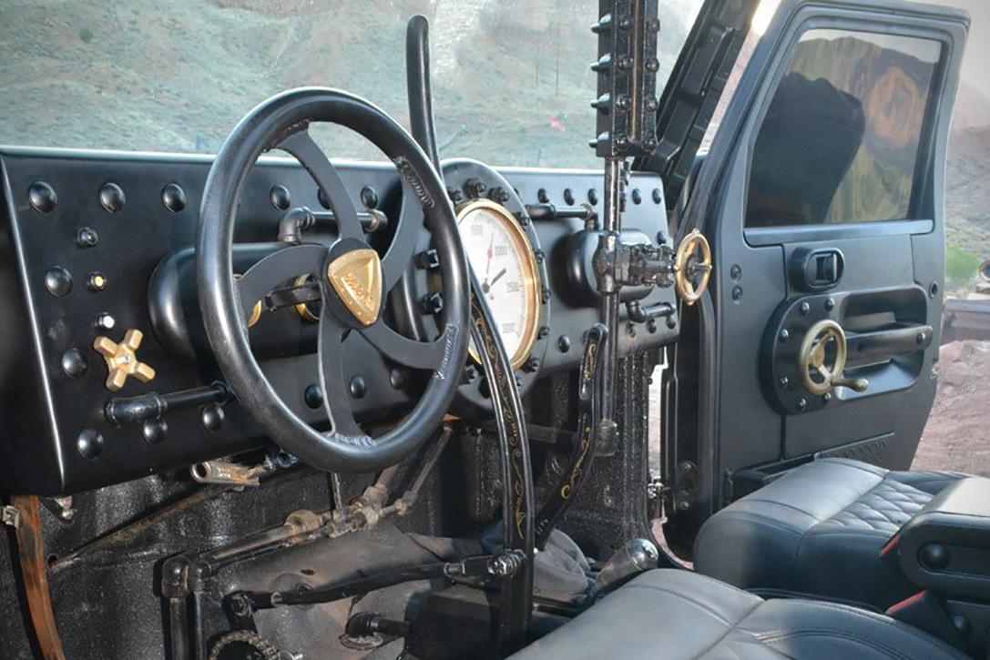 Beštíálny Jeep Wrangler s parným pohonom: Monštrum chrlí paru + odvezie 100 l nádrž!