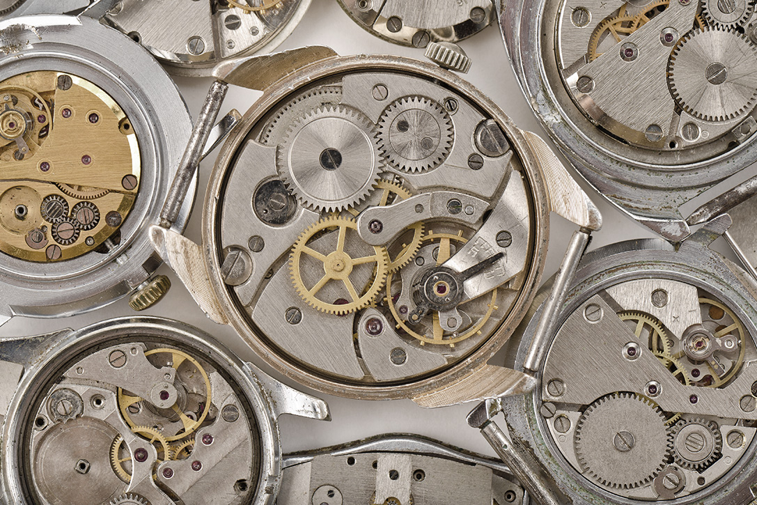 What's The Difference: Quartz Vs. Mechanical Watch Movements
