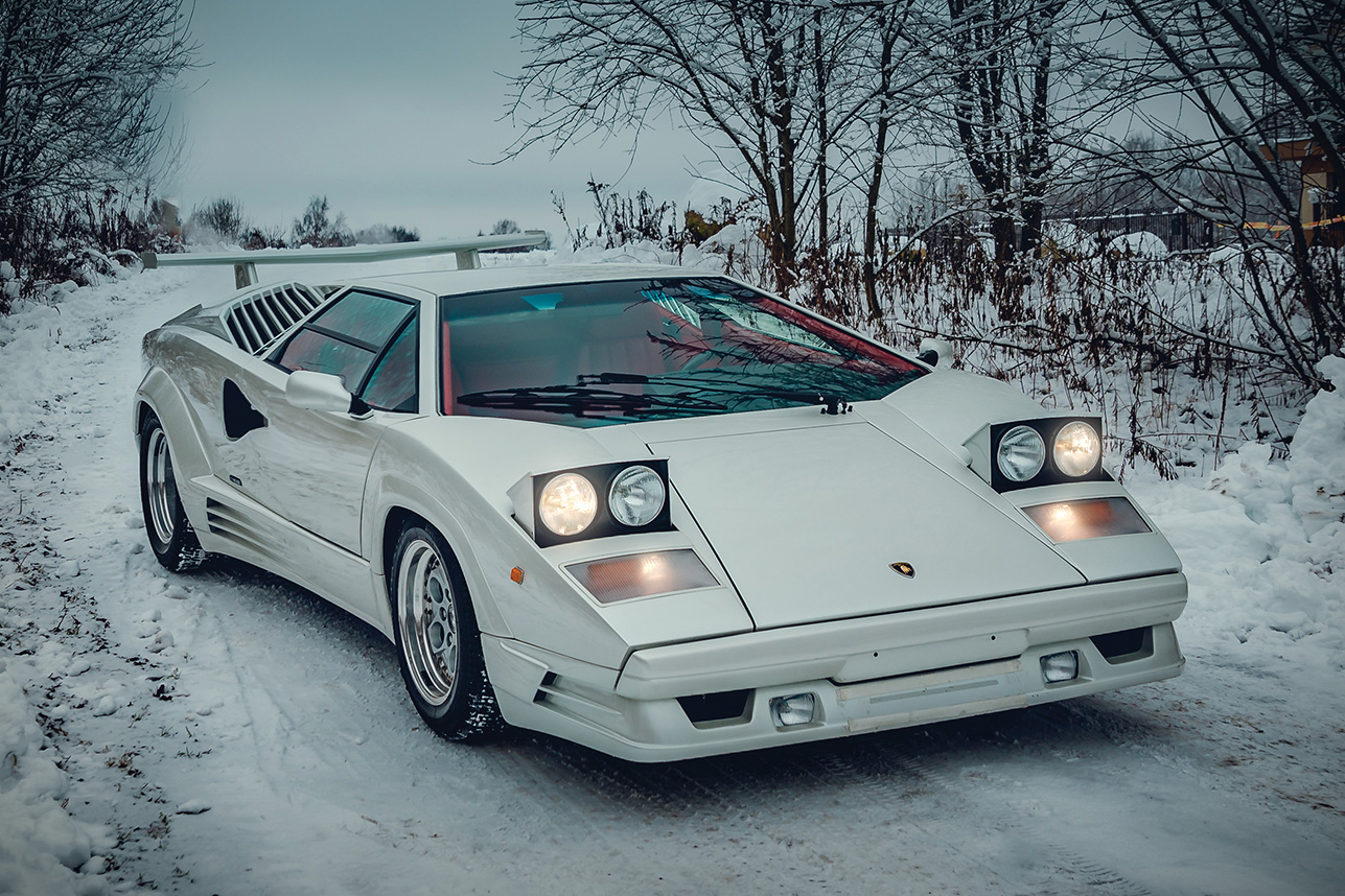 Lamborghini-countach-25th-anniversary-edition-silver-front-view_o.