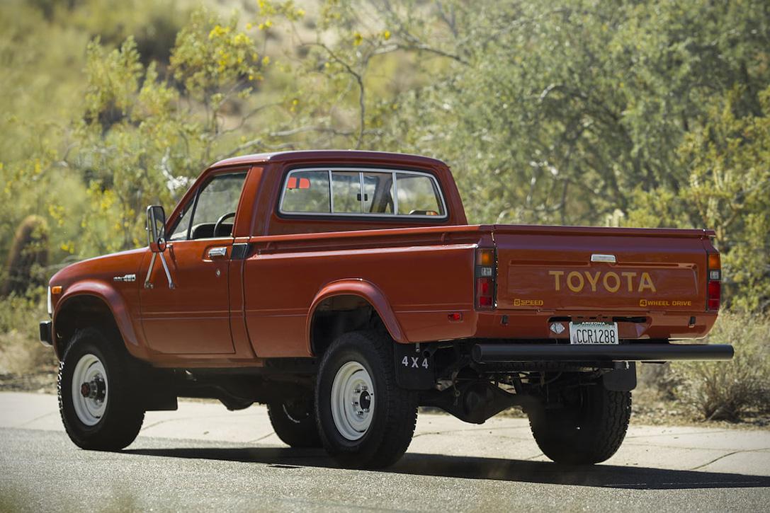 1983-Тойота-Хайлюкс-Экстерьер-4.jpg