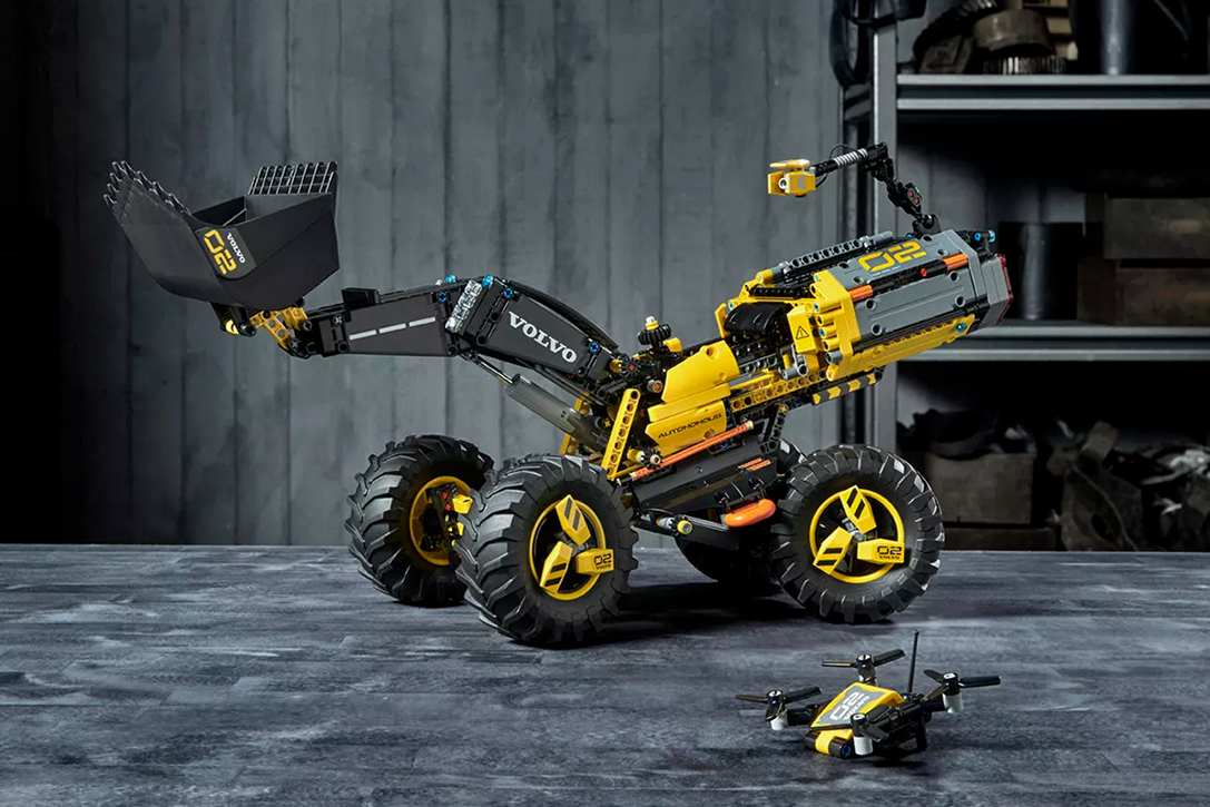 lego technic volvo wheel loader zeux set hiconsumption. Black Bedroom Furniture Sets. Home Design Ideas