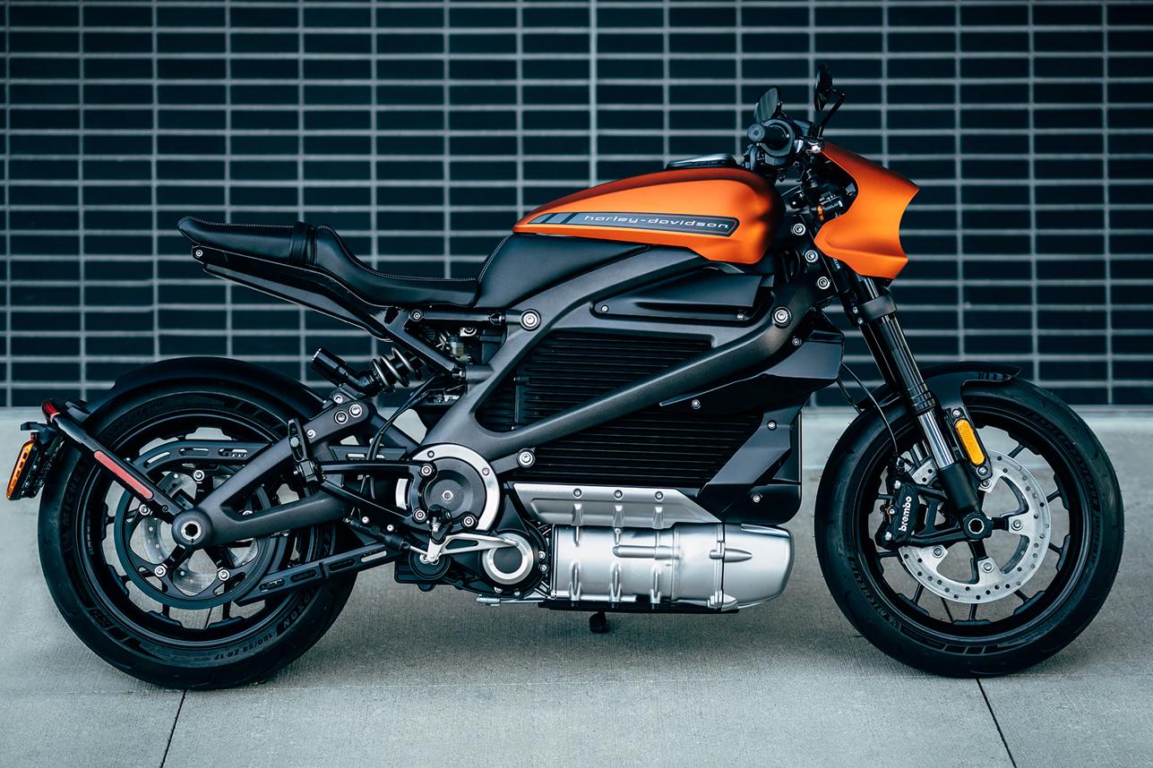 [Imagem: 2020-Harley-Davidson-LiveWire-Electric-M...0-Hero.jpg]