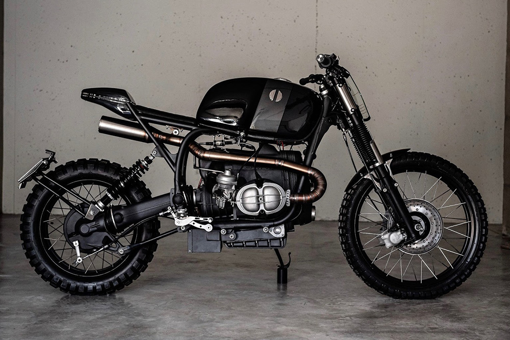 [Imagem: BMW-R100RS-Scrambler-Prometheus-By-VooDo...0-Hero.jpg]