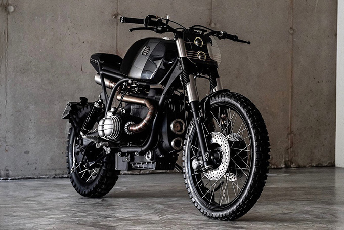 [Imagem: BMW-R100RS-Scrambler-Prometheus-By-VooDoo-Garage-1.jpg]
